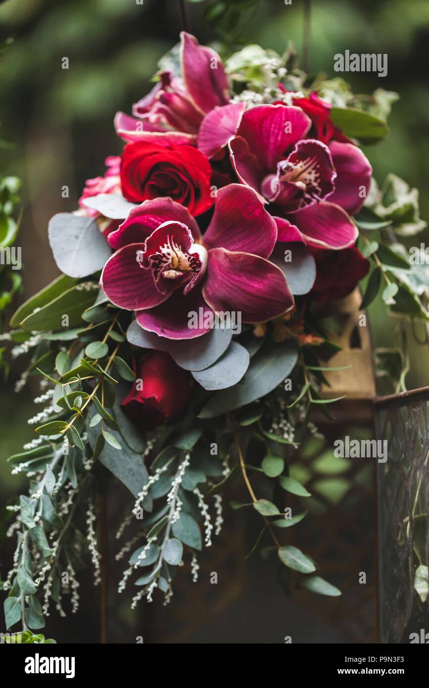 Boda Arreglos Florales Con Orquídeas Rosa Y Rojo Hojas