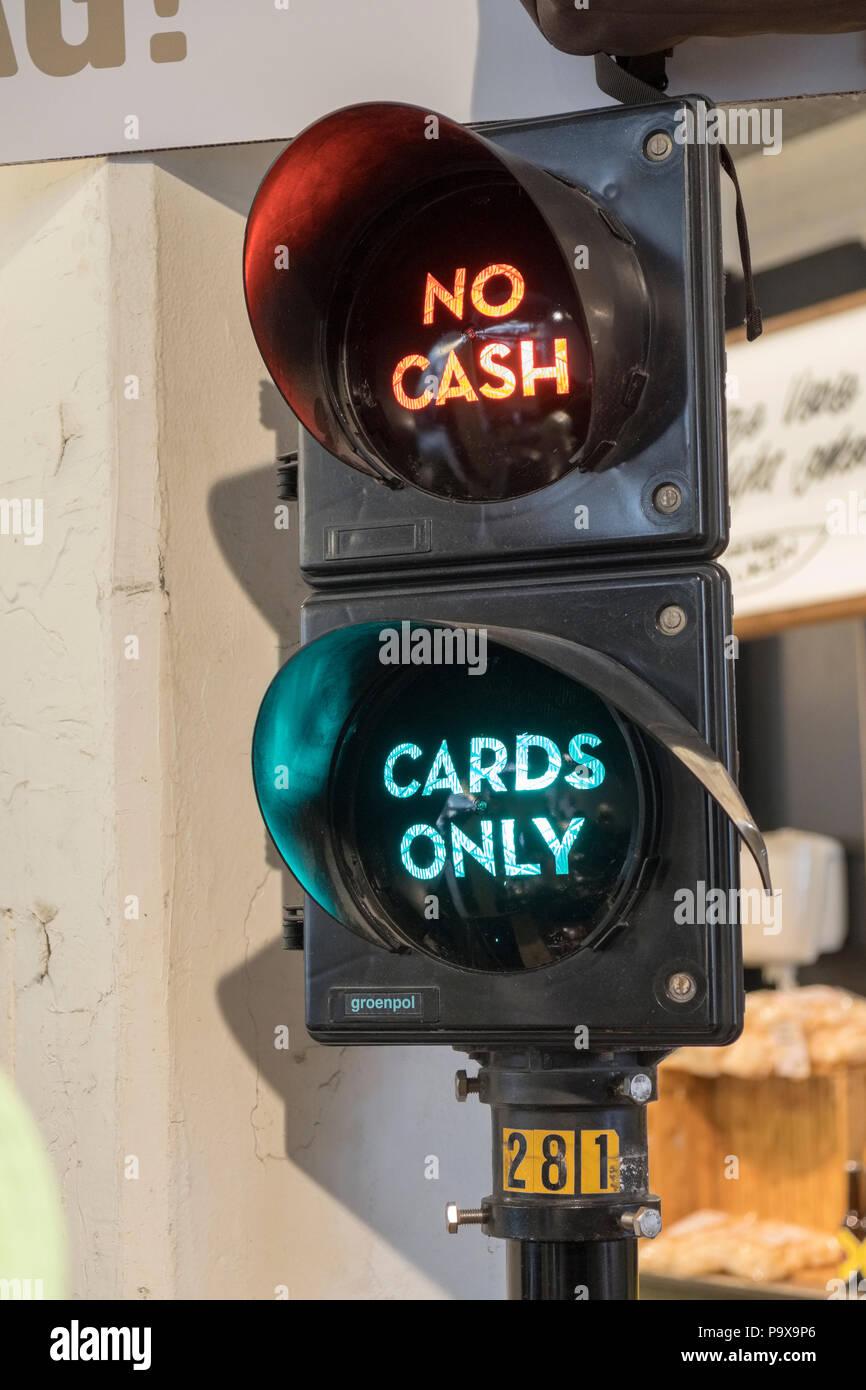 No hay signo de efectivo en una tienda de Amsterdam como la ciudad se mueve a los pagos con tarjeta única, Amsterdam, Países Bajos, Holanda, Europa Imagen De Stock