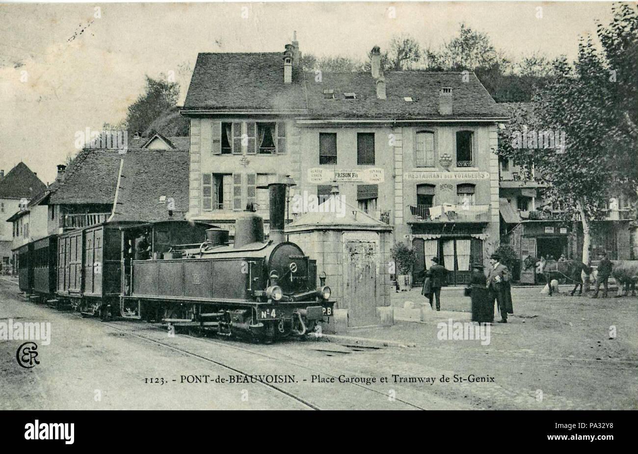624 ER 1123 - Pont-de-Beauvoisin - Lugar de St-Genix Carouge et tranvía Foto de stock