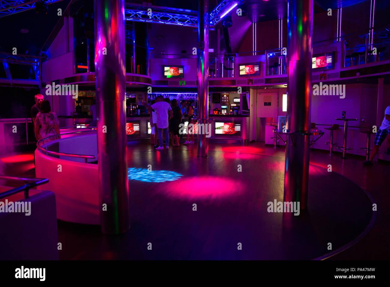 Disco Ball Lights Imágenes De Stock & Disco Ball Lights Fotos De ...