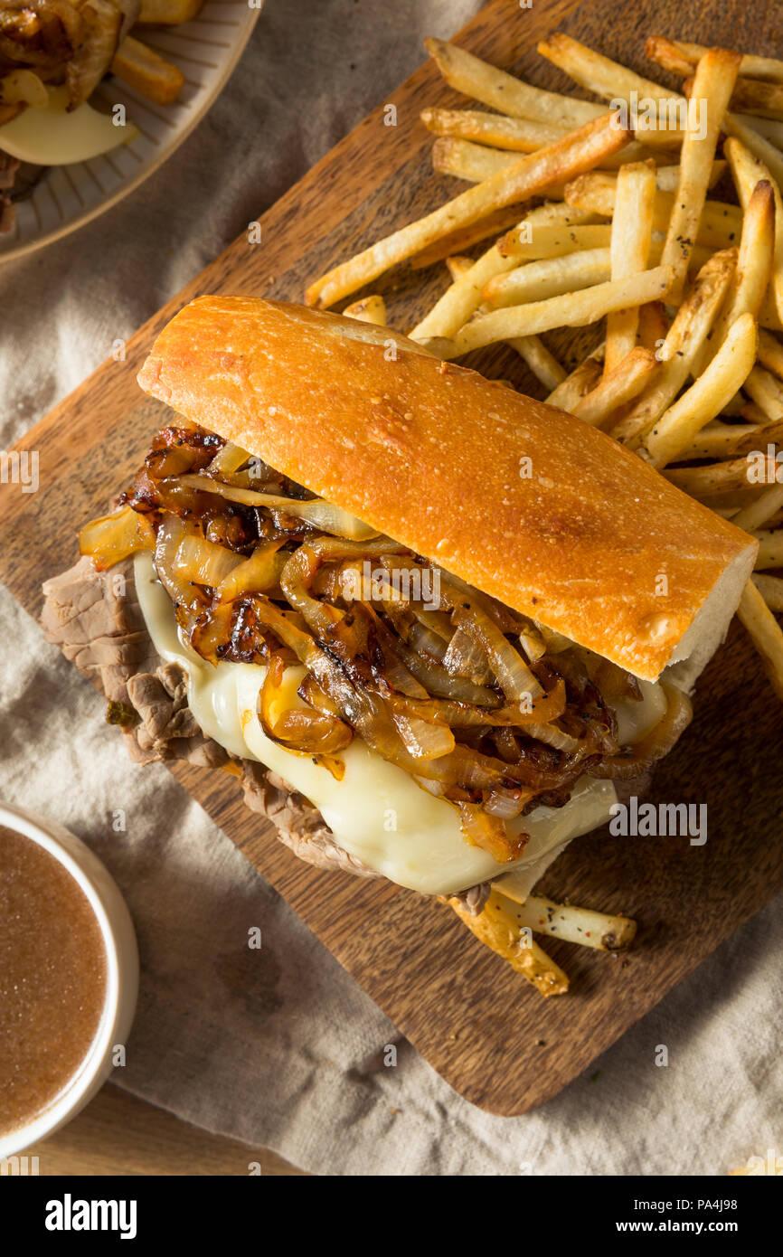 Dip de carne casero francés Sandwich con papas fritas Foto de stock