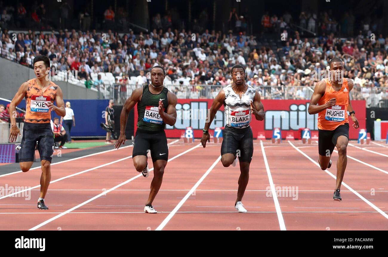 USA Ronnie Baker (segundo izquierda) gana el hombre de 100m durante el  primer día de la Muller aniversario juegos en el estadio Queen Elizabeth de  Londres. 13cd4e16b9