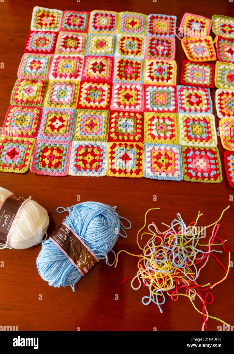 Bolas De Colores Brillantes Imágenes De Stock   Bolas De Colores ... 5faeb6cbf5bc6