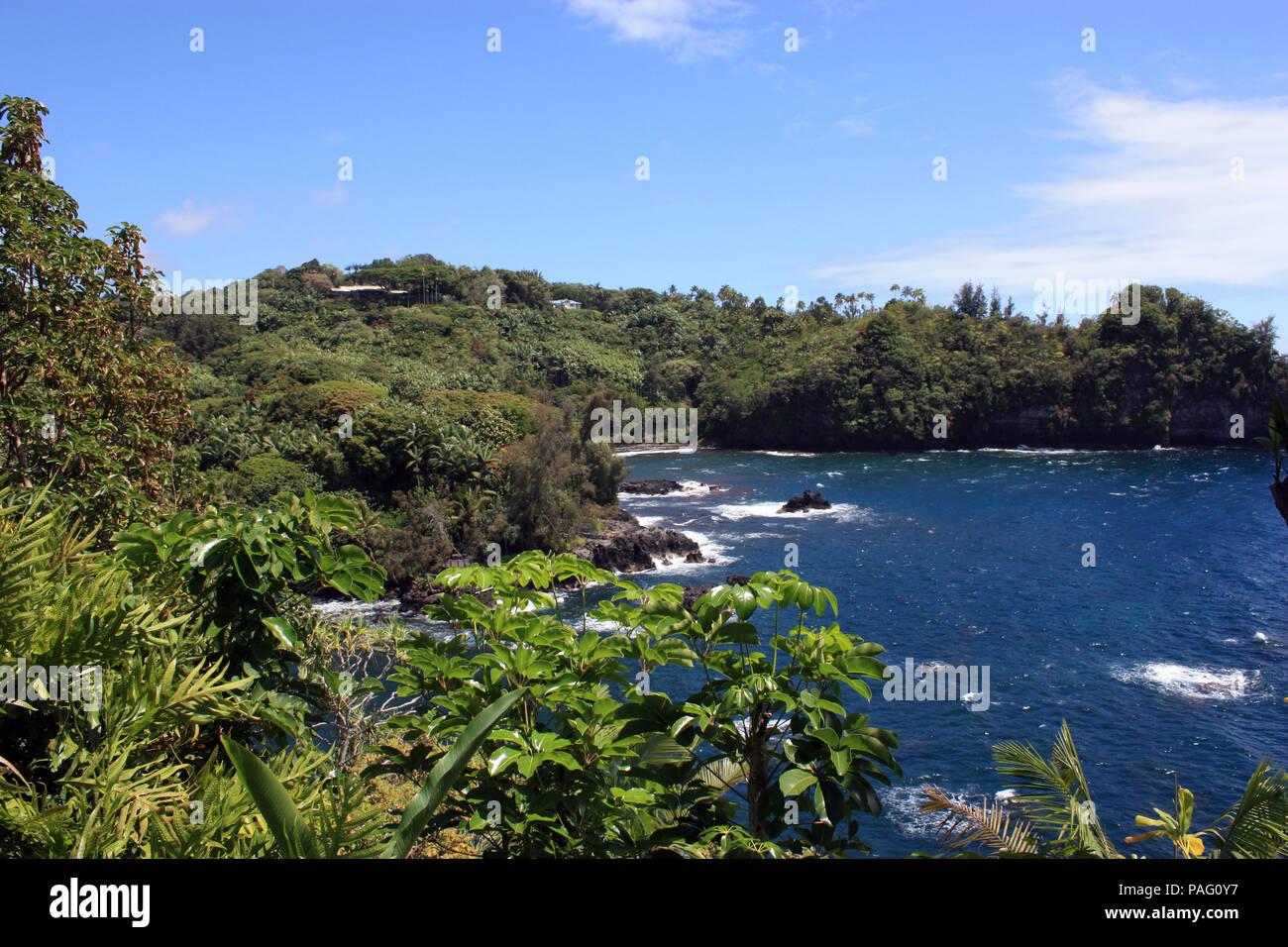 Una vista de la Bahía Onomea al principio del burro Trail en Papaikou, Hawaii, EE.UU. Foto de stock