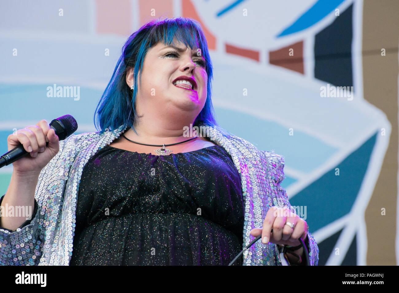 Pori, Finlandia. 21 de julio de 2018. Hannah Williams & las afirmaciones que actuarán en el festival aéreo abierto de Finlandia Pori Jazz. Crédito: Stefan Crämer/Alamy Live News Foto de stock