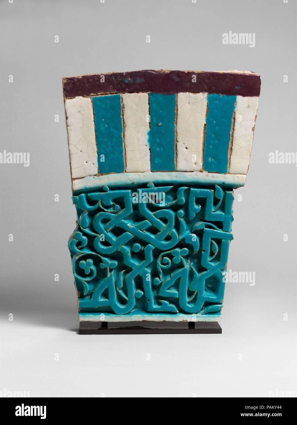 Mosaico arquitectónico con inscripción parcial. Dimensiones: 14 x 11 ...