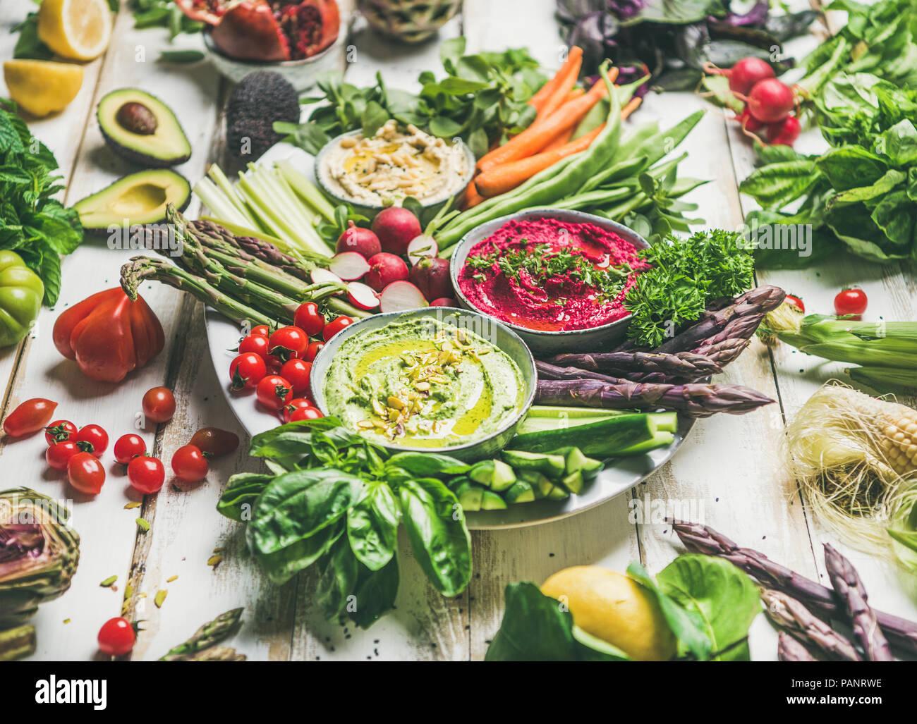 Raw vegan verano saludable plato de aperitivos por parte vegano Imagen De Stock
