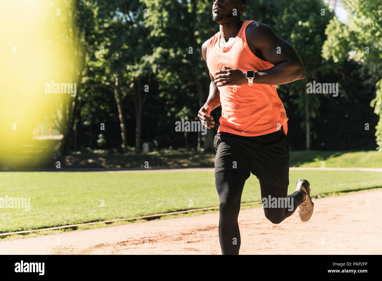 Joven atleta en deportes de campo entrenamiento running Imagen De Stock