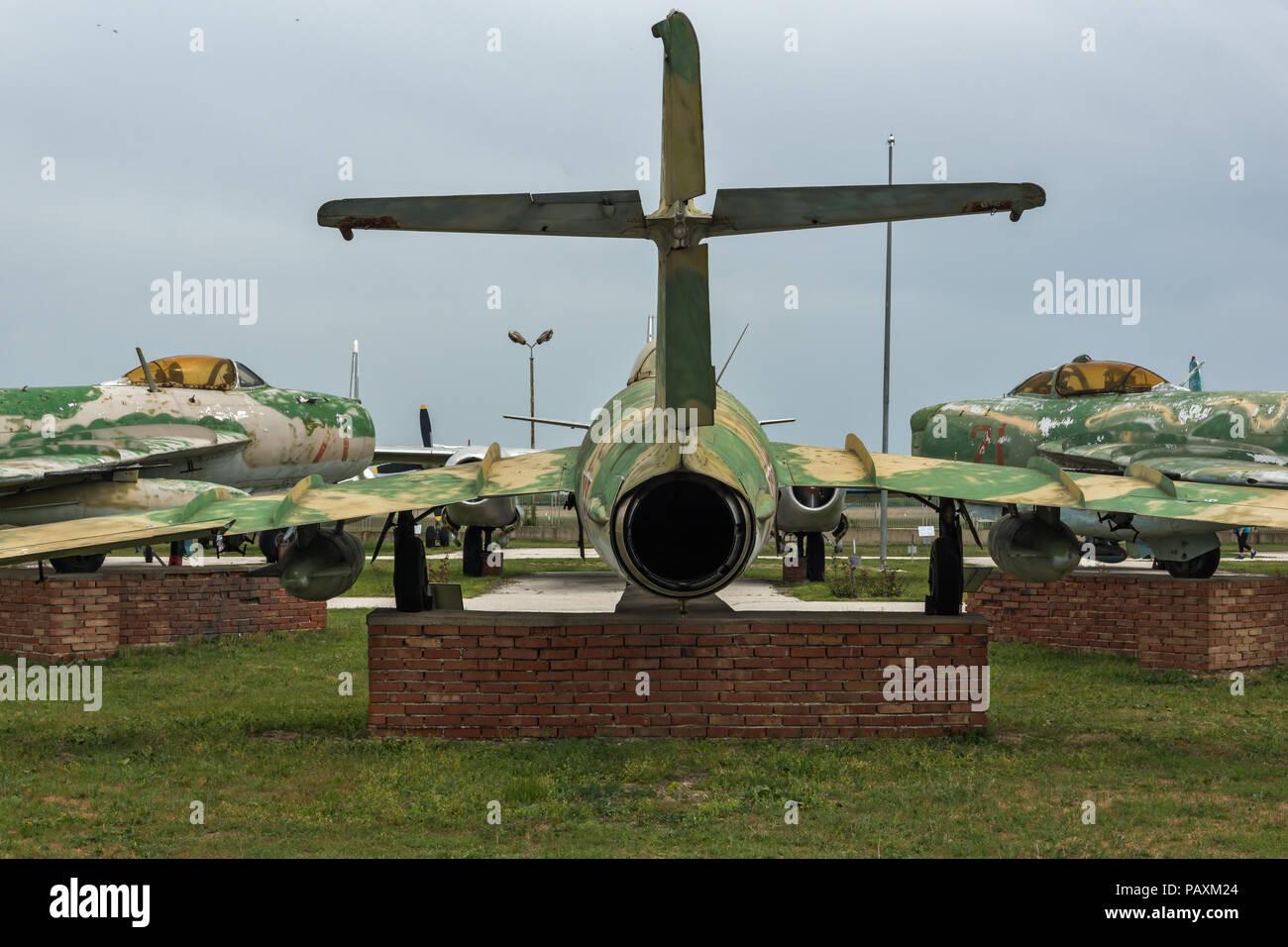 KRUMOVO, Plovdiv, Bulgaria - 29 de abril de 2017: el Museo de la aviación cerca de el aeropuerto de Plovdiv, Bulgaria Foto de stock