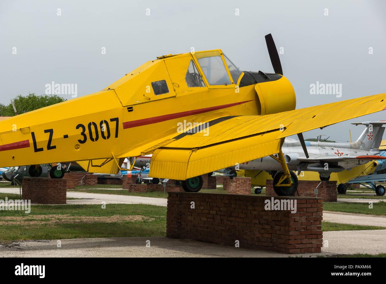 KRUMOVO, Plovdiv, Bulgaria - 29 de abril de 2017: Avión LZ 3007 inAviation Museo cerca de el aeropuerto de Plovdiv, Bulgaria Foto de stock