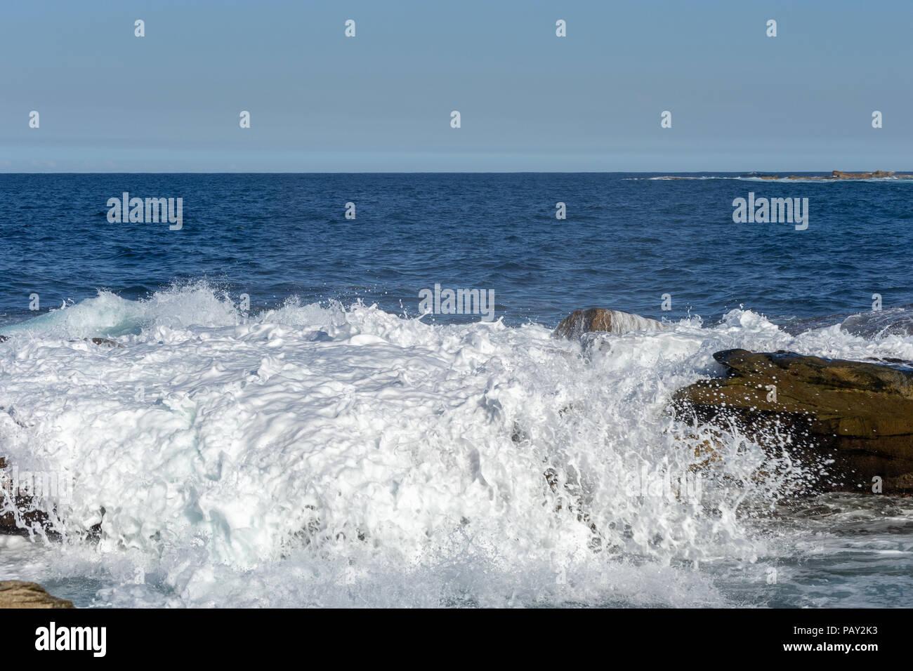 Agua junto al océano. Bondi Beach Sydney NSW Australia Foto de stock