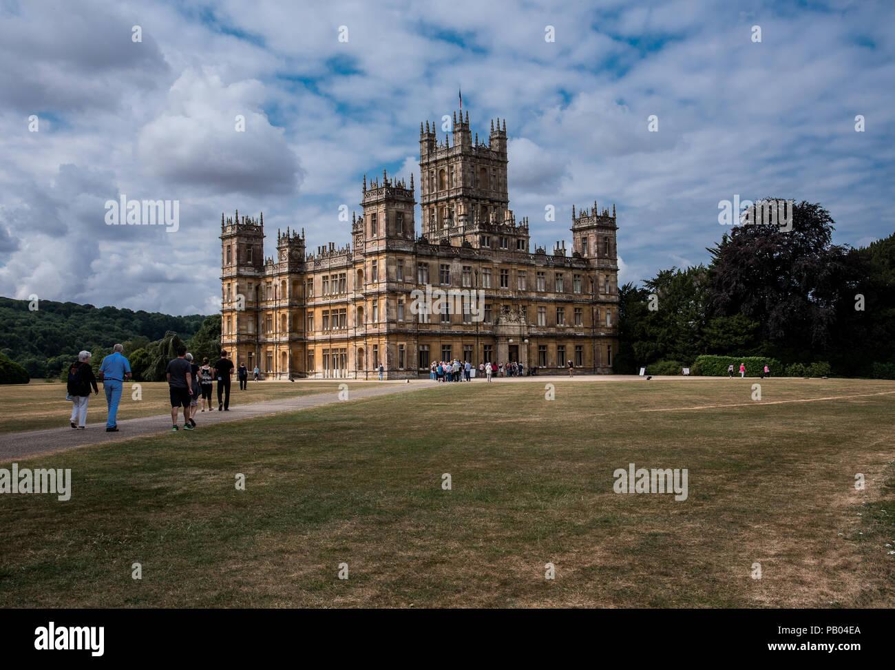 Newbury, Inglaterra--Julio 18, 2018. Highclere Castle se encuentra en una finca de 5.000 acres en Hampshire, Inglaterra, y es la localización de Downton Abbey. Imagen De Stock