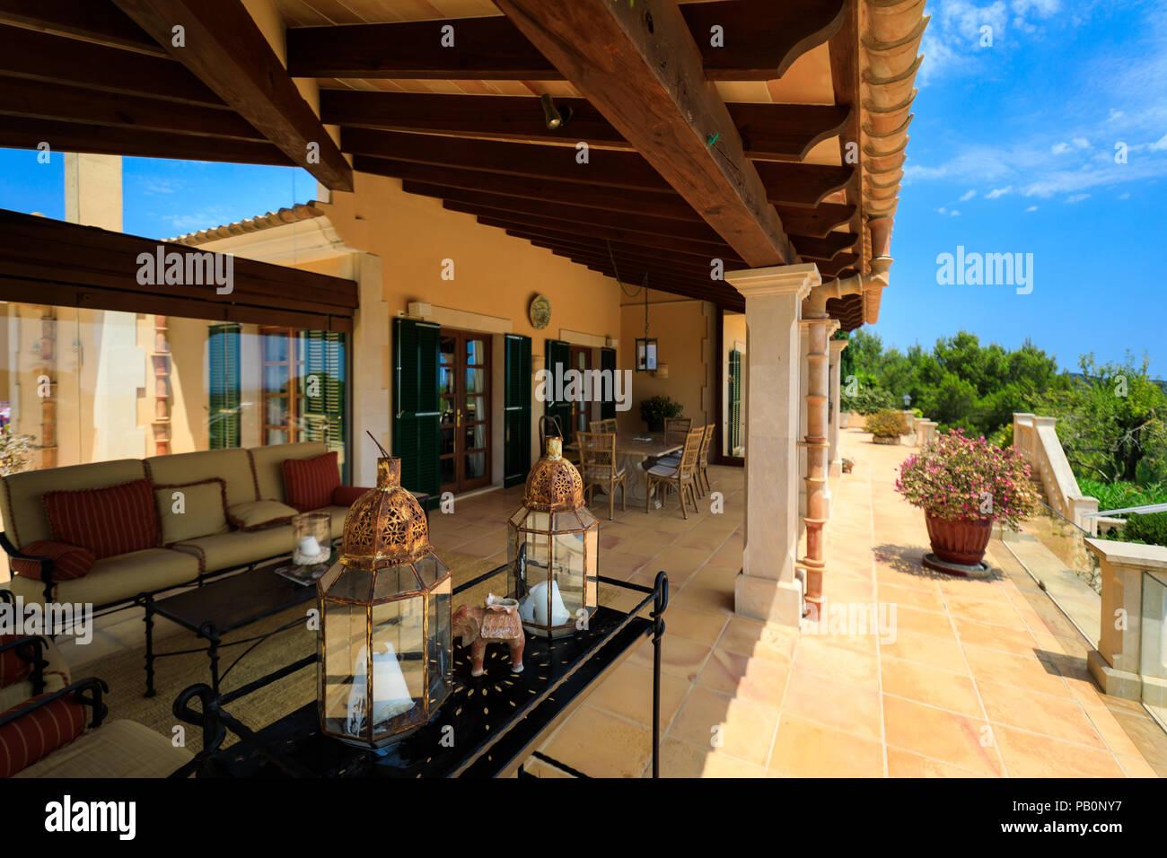 La Terraza De La Casa Española Foto Imagen De Stock