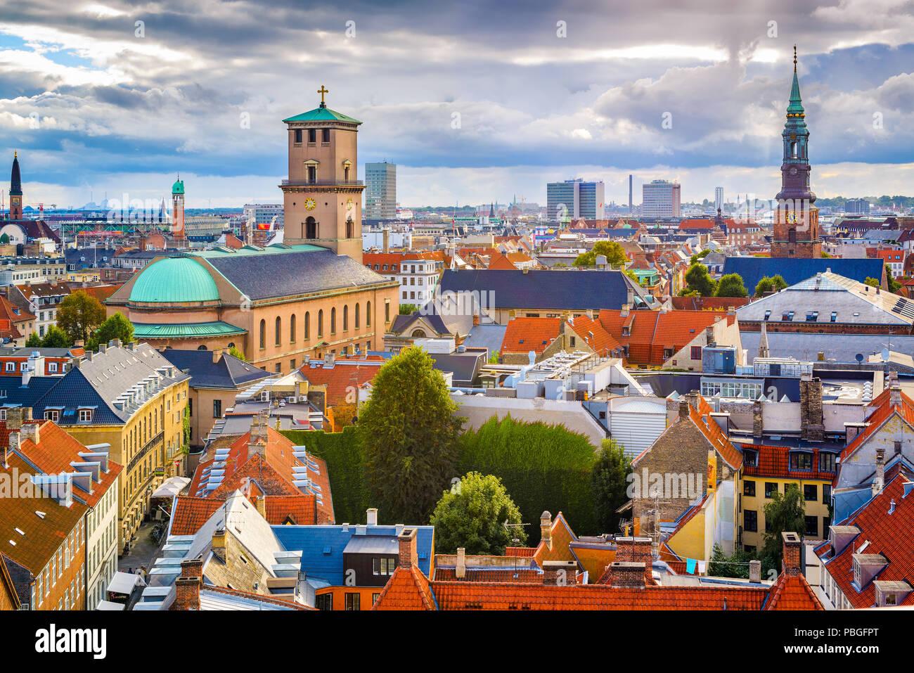 Copenhague, Dinamarca, el horizonte de la ciudad vieja. Imagen De Stock