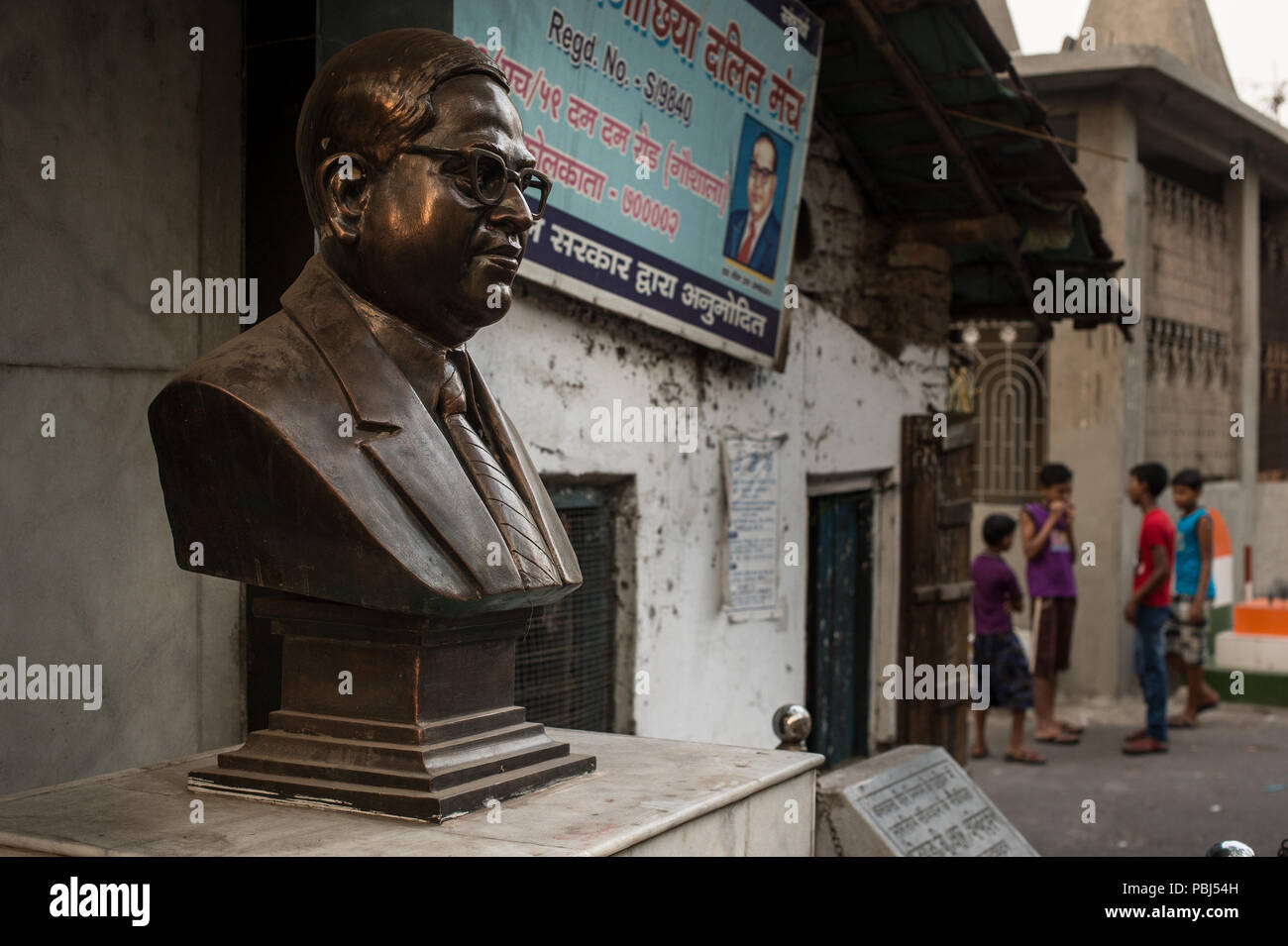 Estatua del Dr. B. R. Ambedkar, un político indio dalit (intocables) abogó fuertemente para abolir el sistema de castas. En Kolkata, India, Asia. Imagen De Stock
