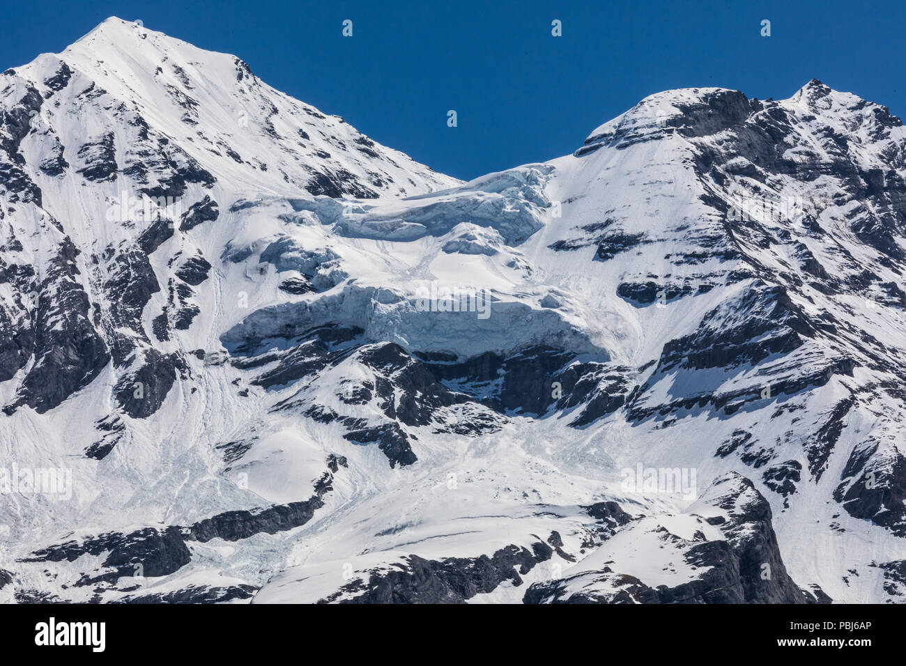 Vista panorámica de los Alpes, en una ruta de senderismo cerca de Kandersteg suiza Foto de stock