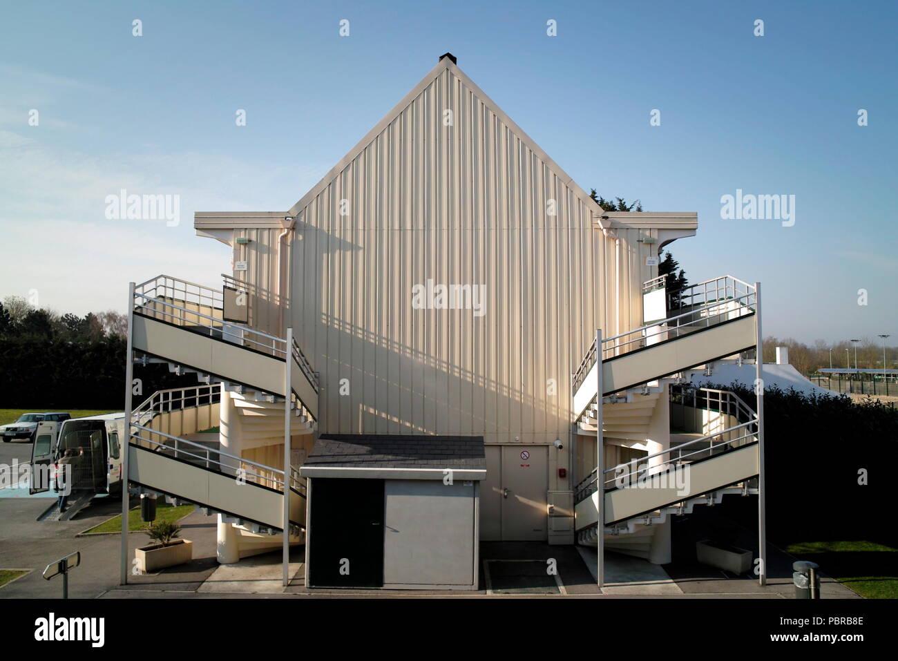 AJAXNETPHOTO. AMIENS_france. - PREMIERE CLASSE - Alojamiento en un hotel en los suburbios. Foto:Jonathan EASTLAND/AJAX Ref:81604_124 Imagen De Stock