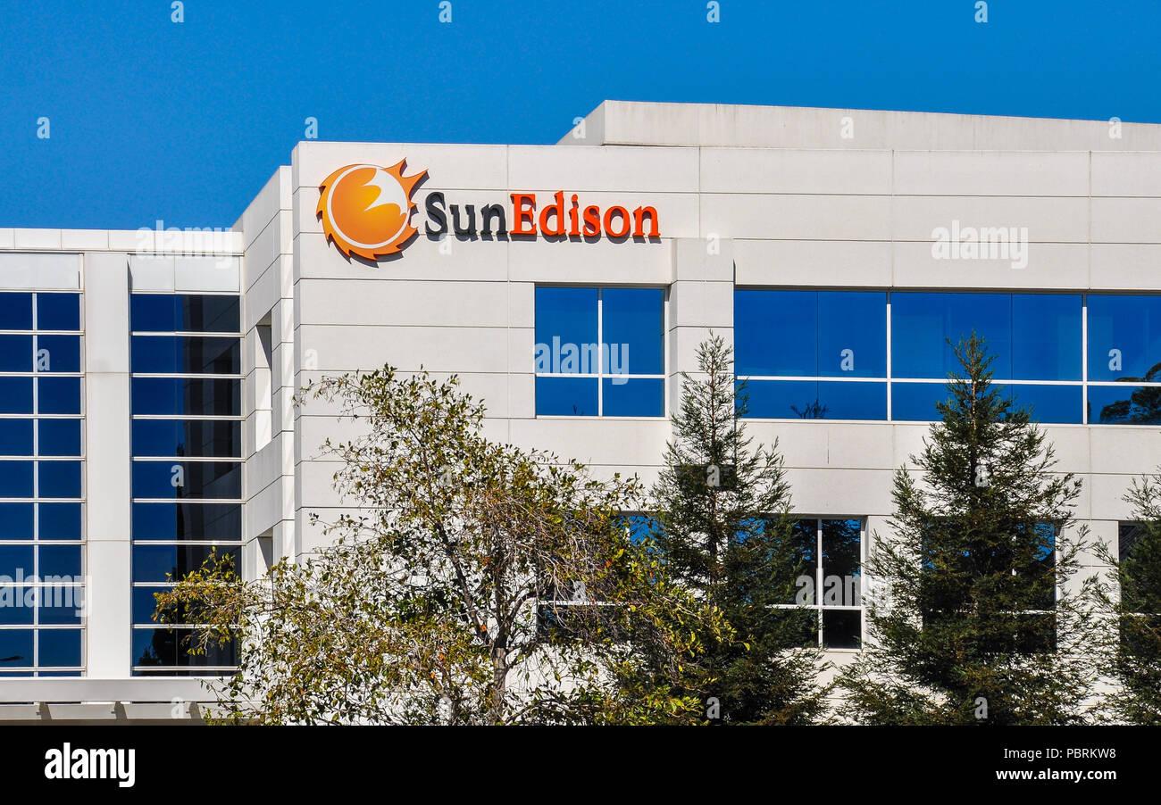 Belmont, CA, EE.UU., Octubre 11, 2015: la empresa SunEdison. SunEdison es el más grande del mundo, la compañía de desarrollo de energía renovable. Imagen De Stock