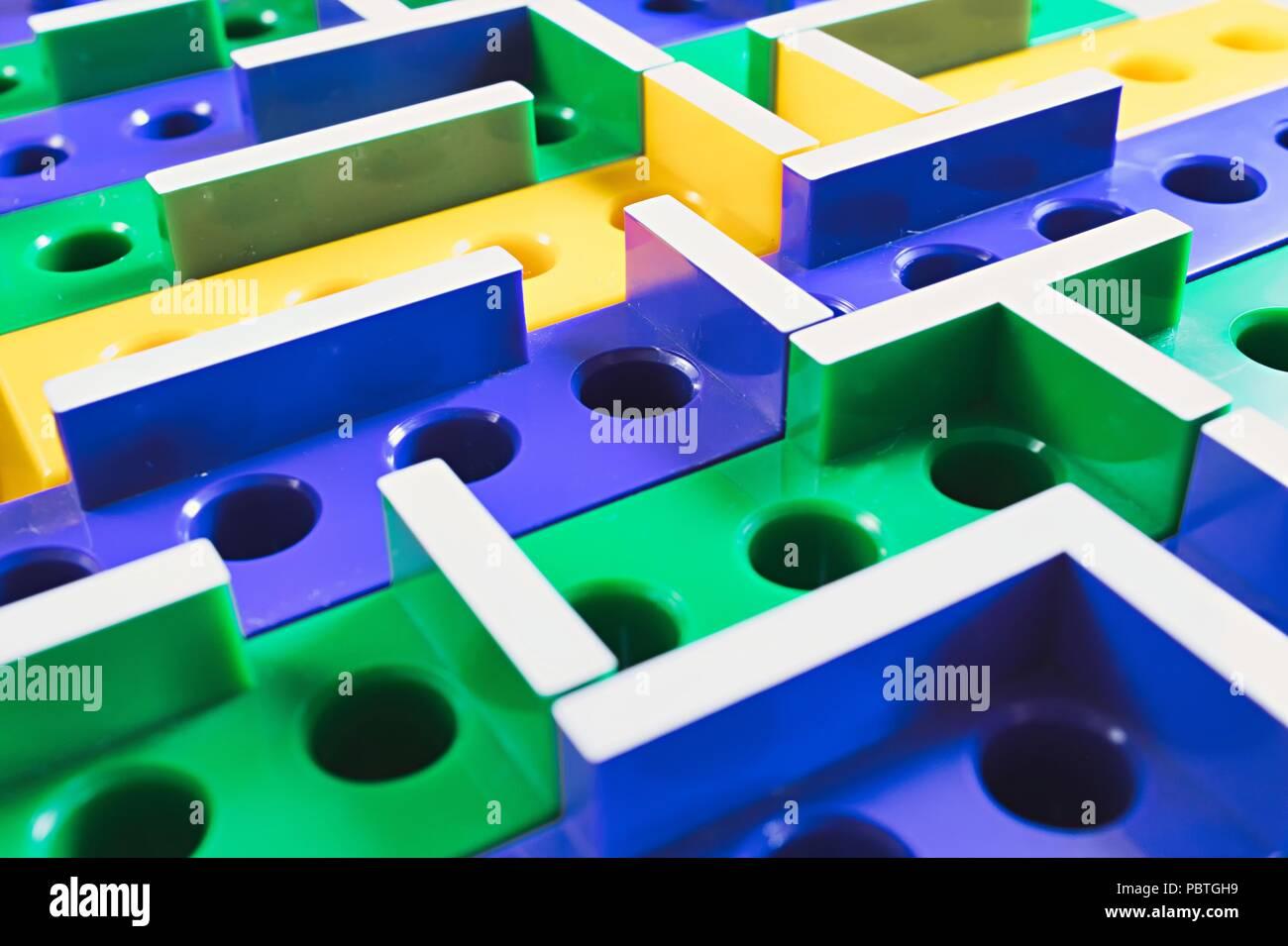 Laberinto 3d Juego De Tablero De Plastico De Color Foto Imagen De