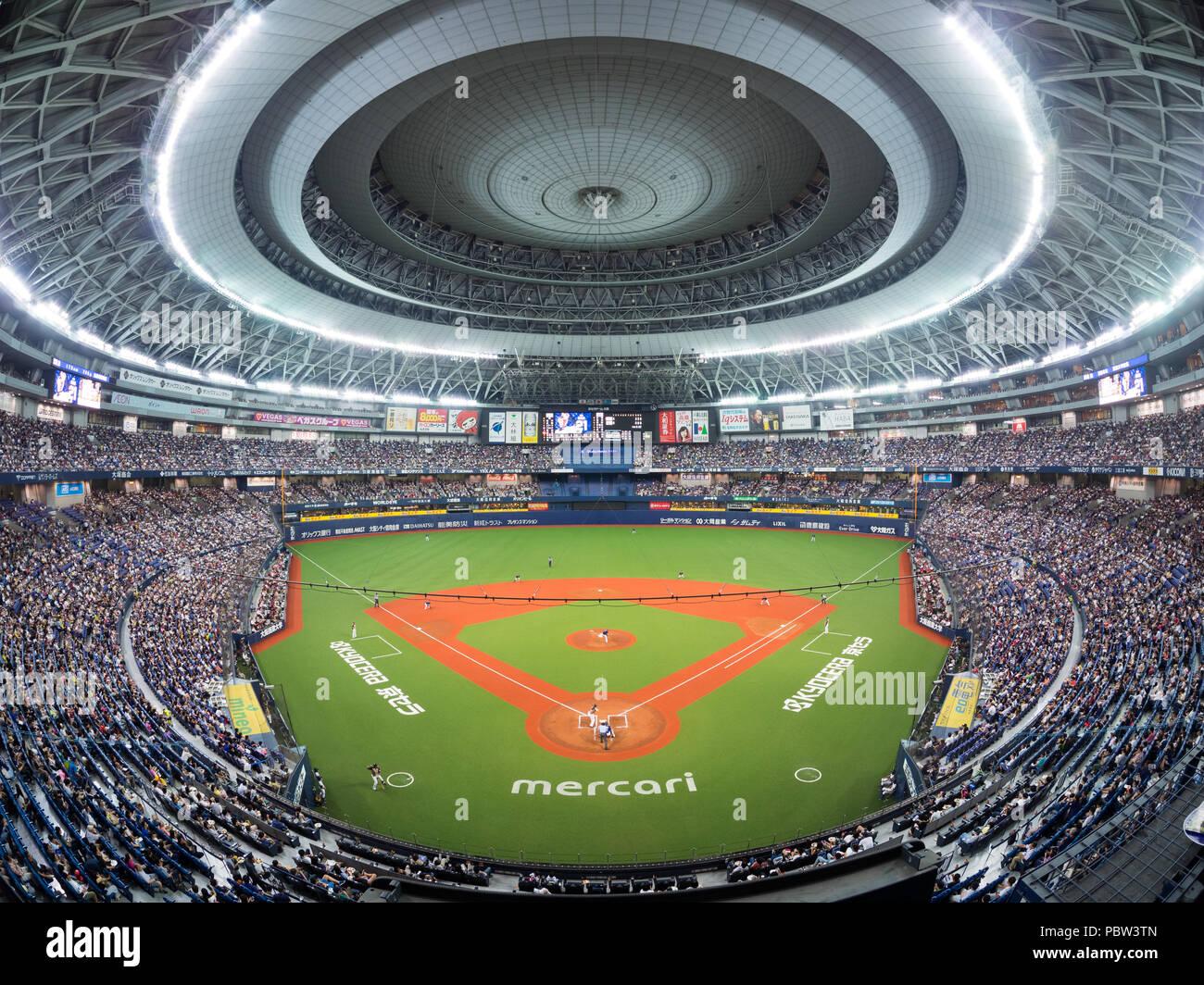 El Osaka Orix Buffaloes reproducir el Hokkaido Nippon Ham Fighters en la Kyocera Osaka Dome en el Pacífico de la liga de béisbol profesional japonés de acción. Imagen De Stock