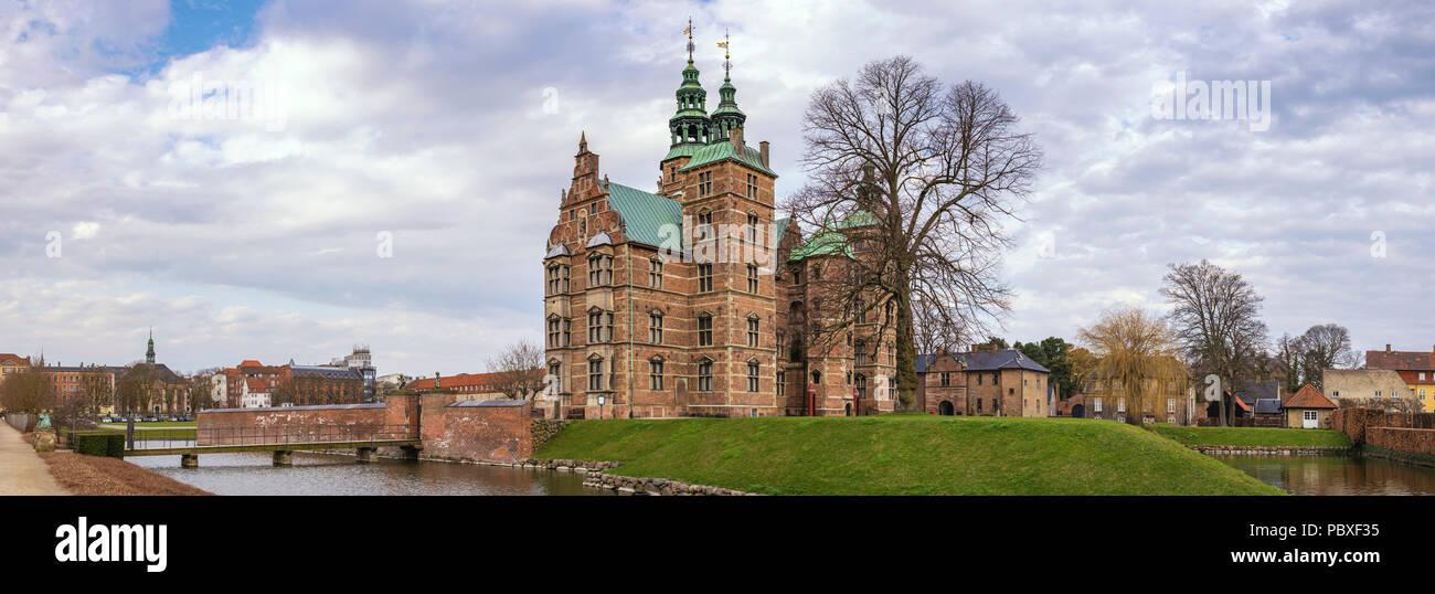 Panorama del horizonte de la ciudad de Copenhague en el castillo de Rosenborg, Copenhague, Dinamarca Foto de stock
