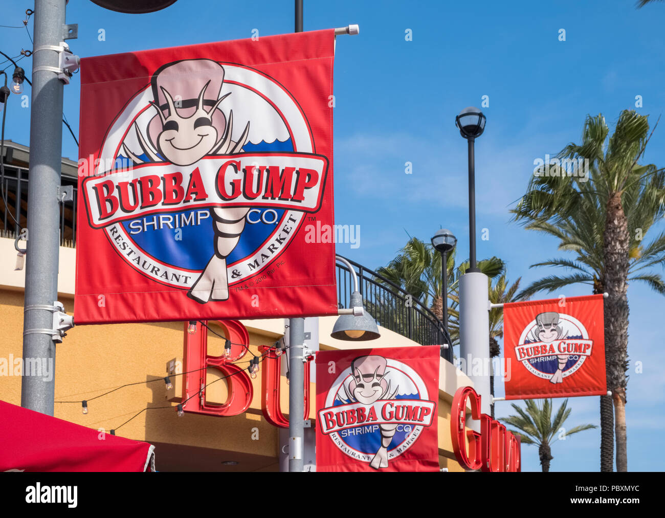 Signo de logotipo para la empresa de camarones Bubba Gump cadena de restaurantes (California), CA, EE.UU. Imagen De Stock