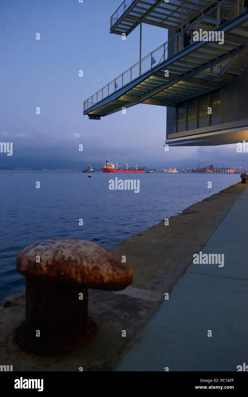 Botin Centro Museo de Arte y Cultura. Fundación Botín, el arquitecto Renzo Piano. Mar Cantábrico, Santander, Cantabria, España, Europa Foto de stock