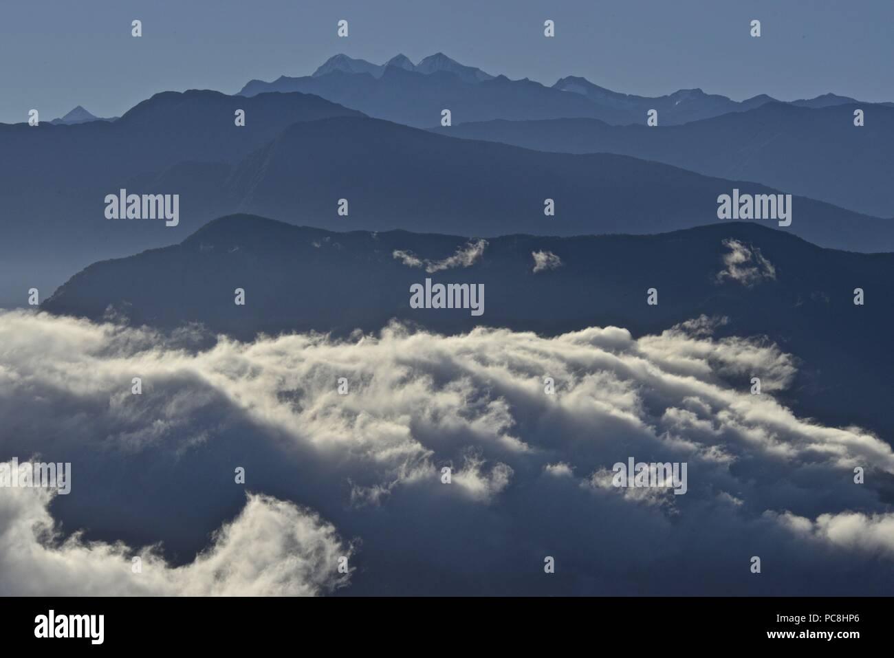 Vistas de las montañas de Sierra Nevada, incluyendo Cerro Kennedy. Foto de stock