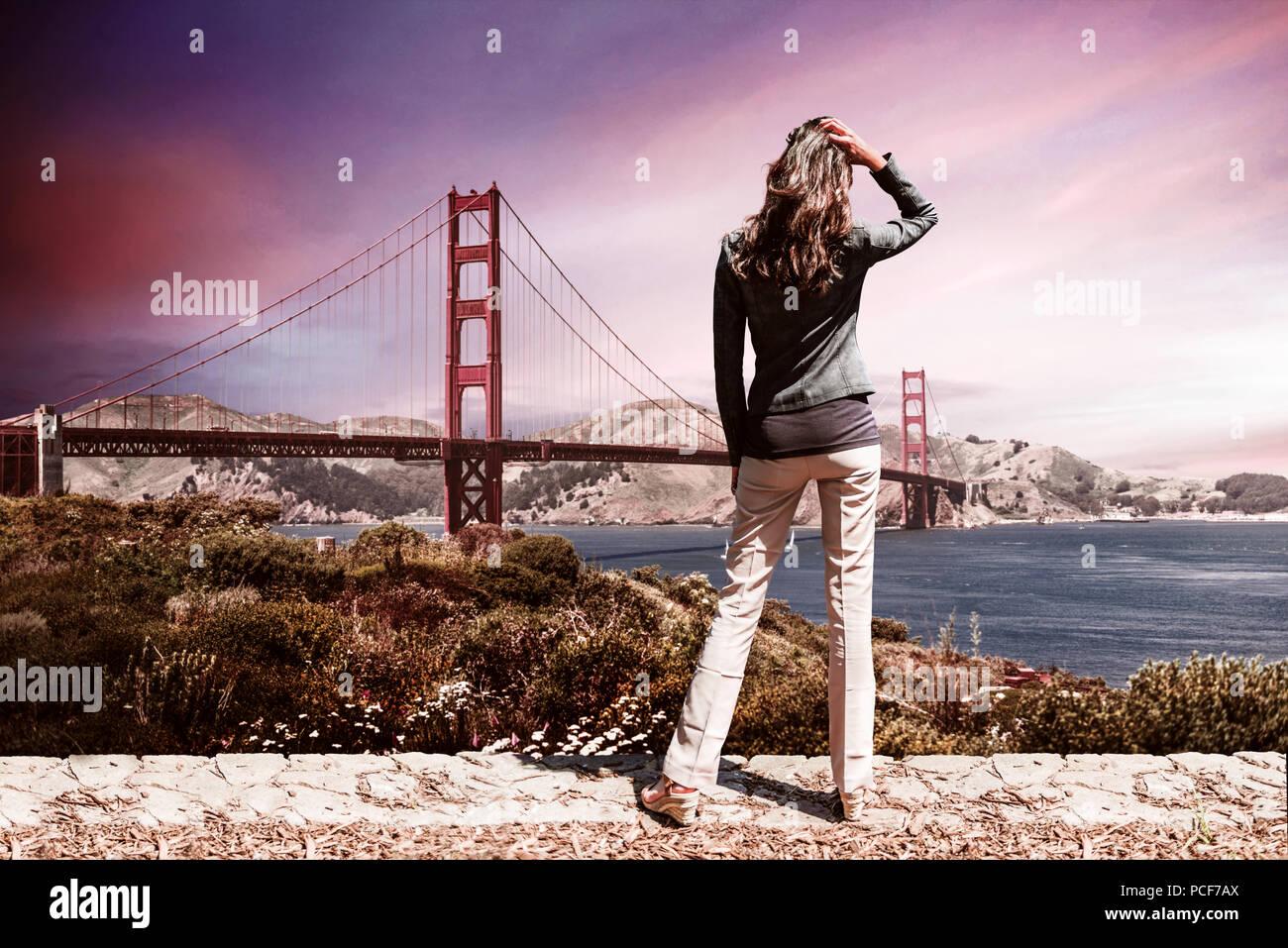 adbff48ef77dbf Uno inidentificables mujer vistiendo jersey negro y pantalón marrón en  primer plano de pie en frente