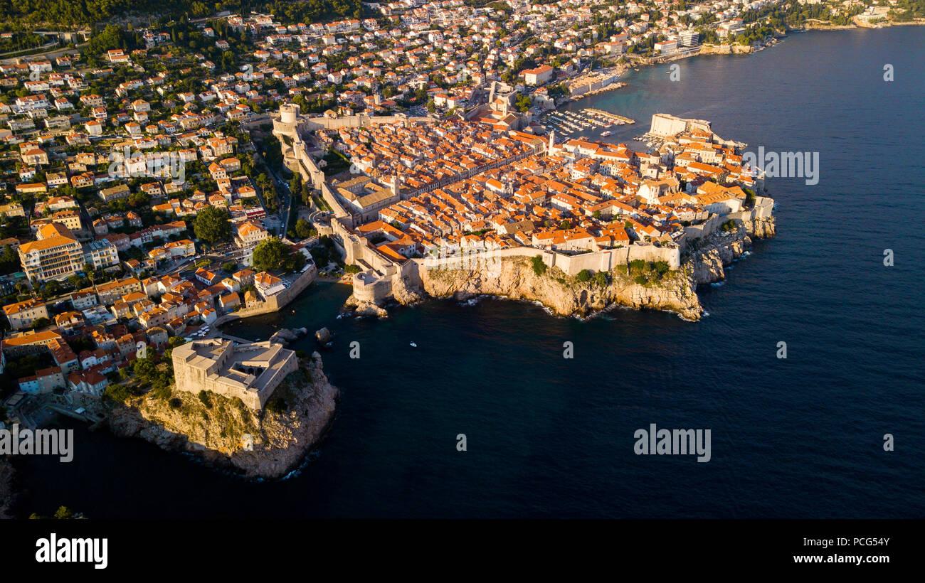 Las murallas de la ciudad vieja de Dubrovnik, Croacia Foto de stock