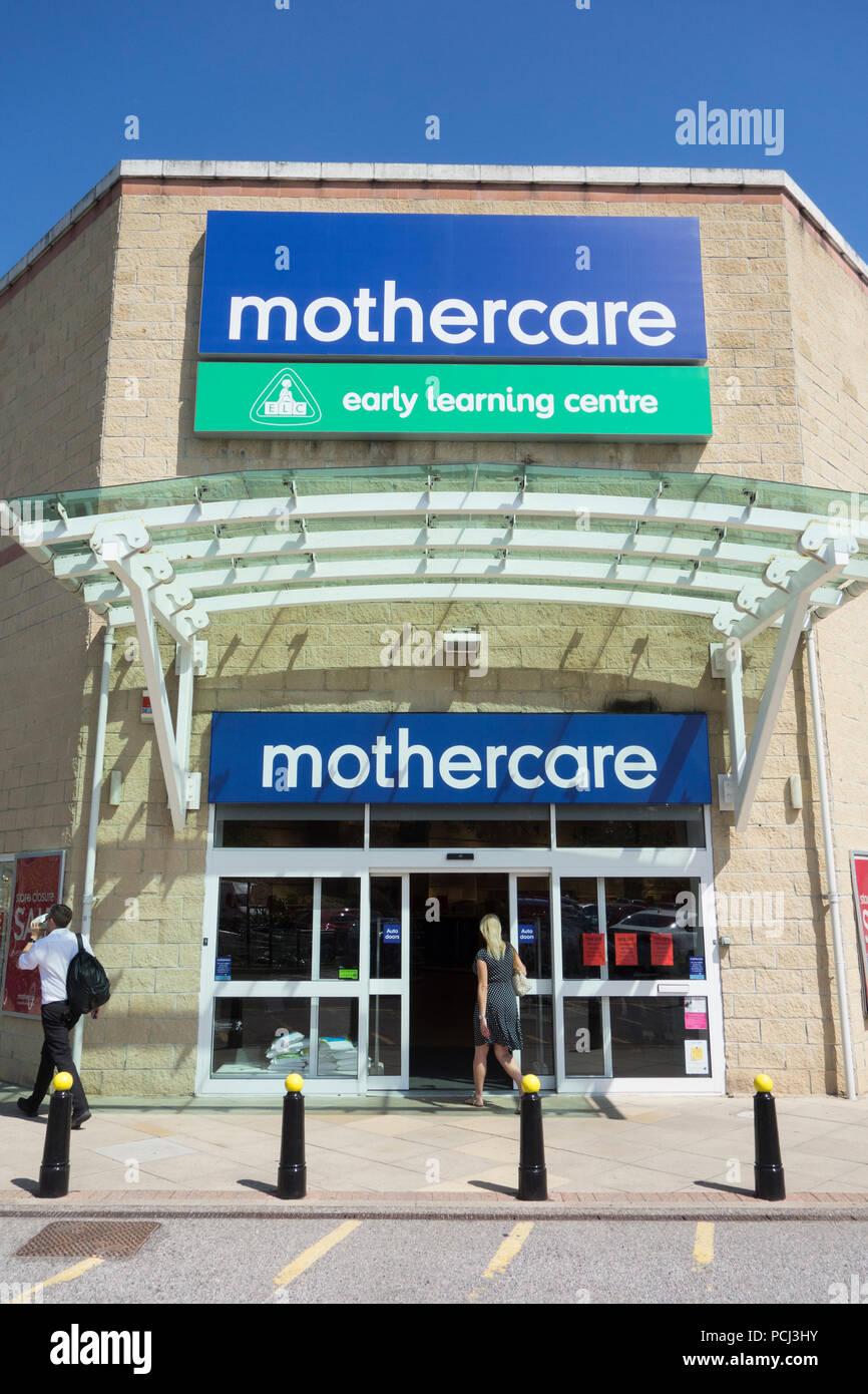 Los niños Mothercare tienda de ropa exterior, Kew, Bessant Retail Park Drive, Richmond, Londres, Reino Unido, TW9 Imagen De Stock