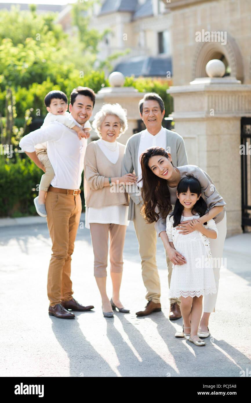 Retrato de feliz familia china Imagen De Stock