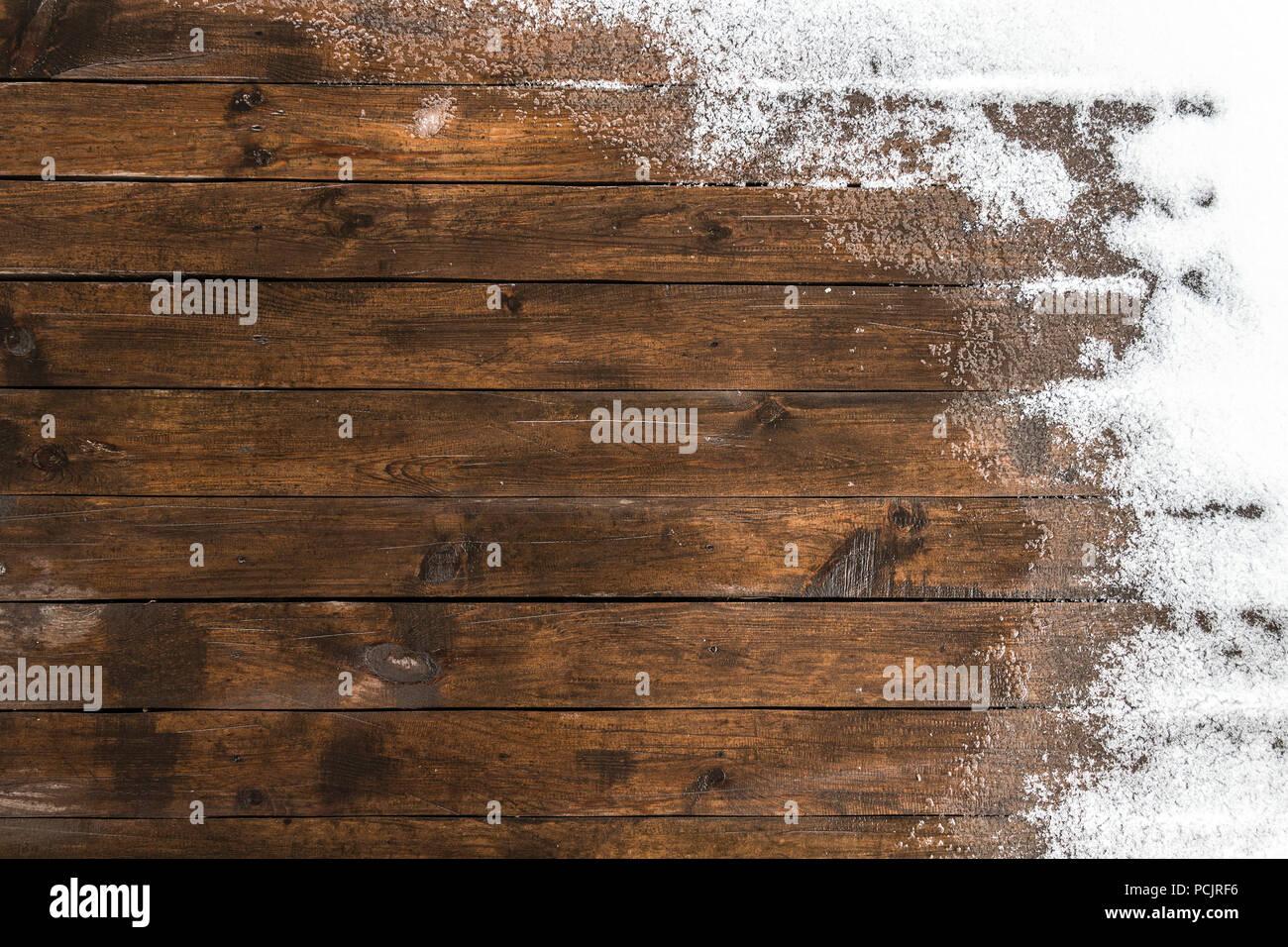 Descongelar En El Piso De Madera Terraza En El Patio Foto