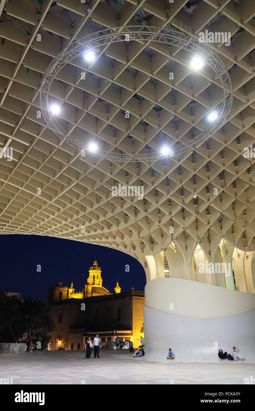 Metropol Parasol (Las setas) en Sevilla por la noche Imagen De Stock