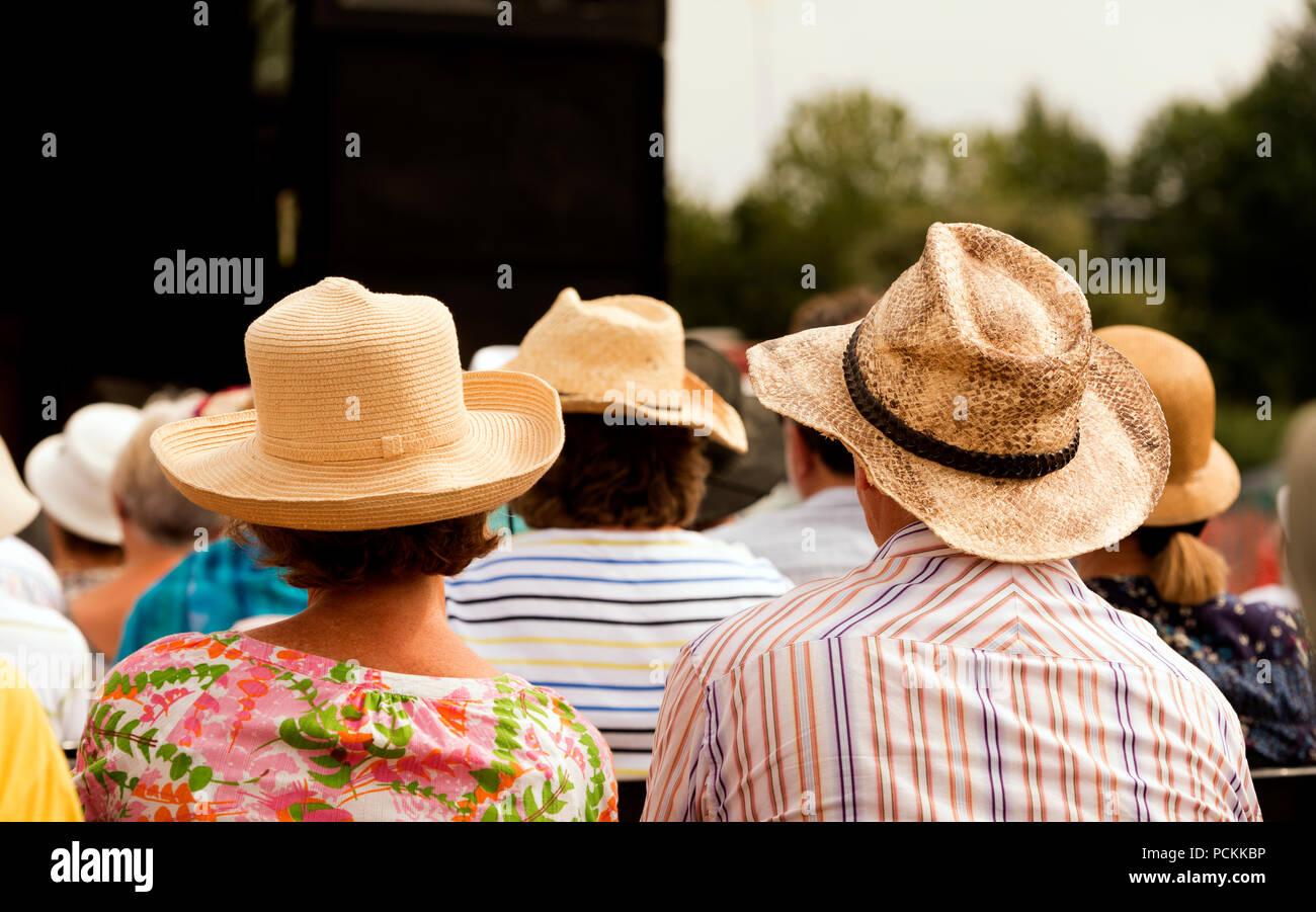 Sombreros De Paja Imágenes De Stock   Sombreros De Paja Fotos De ... 45b0fa9313ea