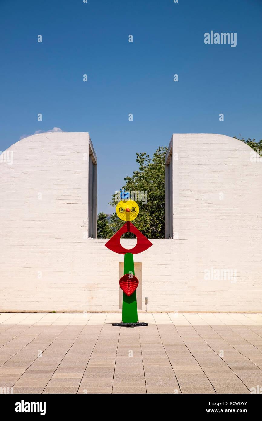 La Fundació Joan Miró Terraza Y La Escultura La Caricia De
