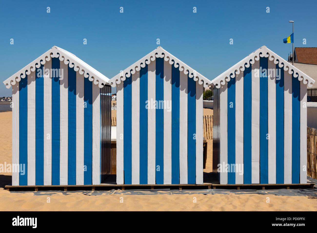 Cabañas de playa en Chatelaillon Plage, cerca de La Rochelle en el departamento de Charente-Maritime del suroeste de Francia. Foto de stock