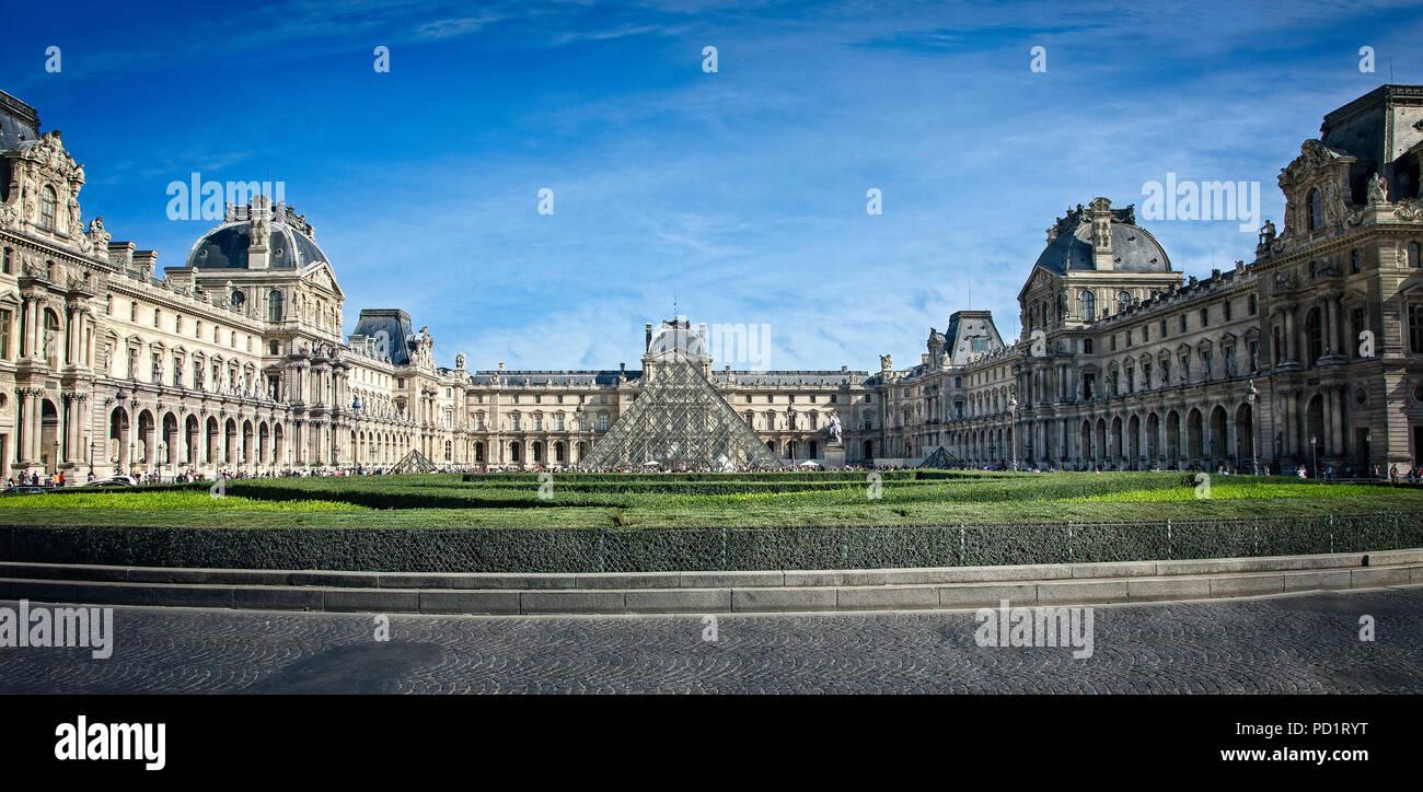El Museo del Louvre, París Francia Foto de stock