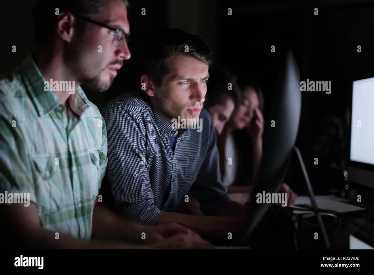 Close up.empresario escribiendo texto en portátil Imagen De Stock