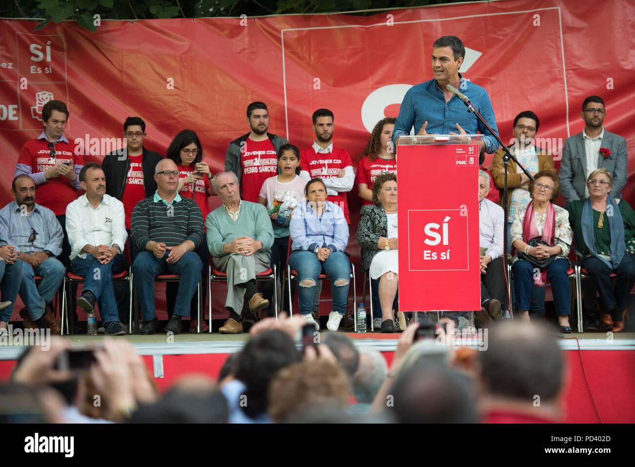 El precandidato a la Secretaría General del PSOE Pedro Sánchez en el evento celebrado en el Museo Pedrilla en Cáceres. Imagen De Stock