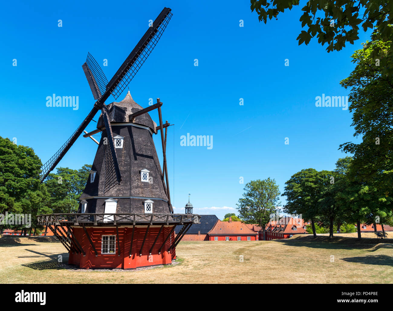 Molino de viento en el King's Bastion en Kastellet (Ciudadela), Copenhague, Dinamarca Foto de stock