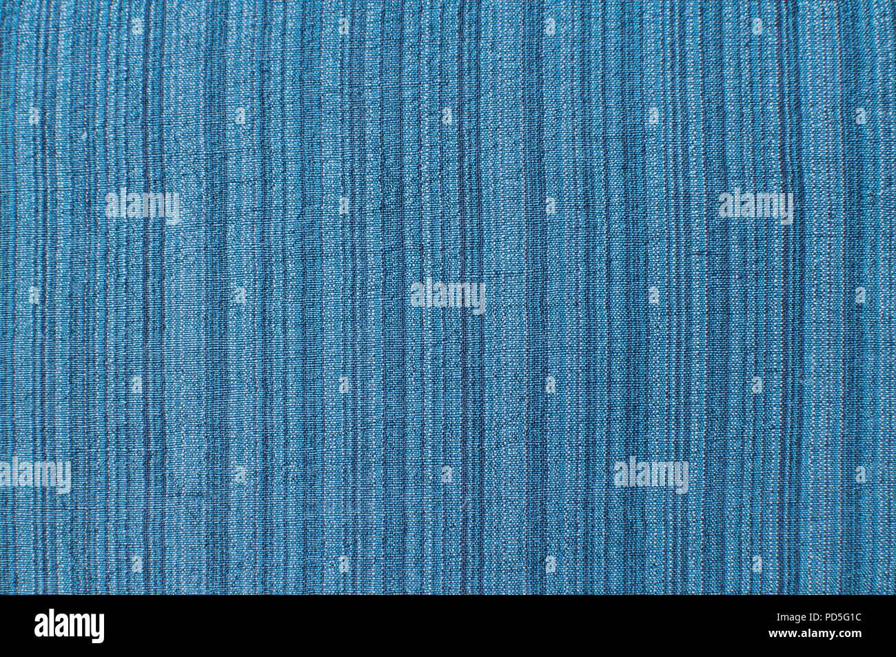b8c3b6df50 Seda y lino color azul tejido natural textura closeup como fondo textil  Imagen De Stock