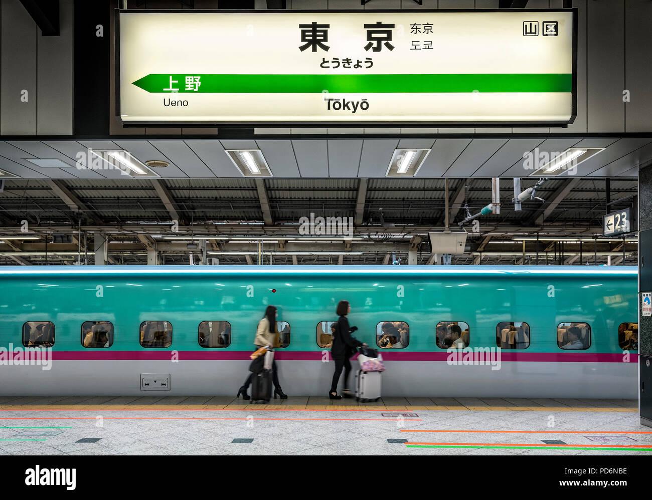 La isla de Japón, Honshu, Kanto, Tokio, en la estación central de tren de Tokio, el tren rápido, el Shinkansen. Foto de stock