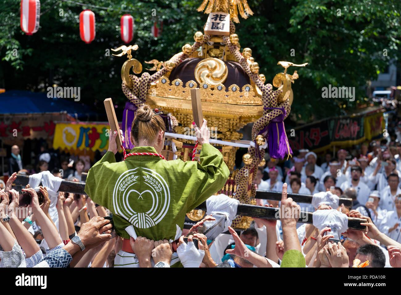 La isla de Japón, Honshu, Kanto, Tokio, Santuario Hanazono Grand Festival. Imagen De Stock