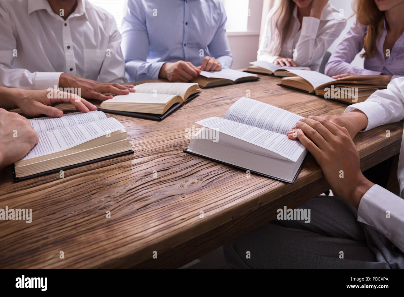 African Woman Reading Bible Imágenes De Stock & African
