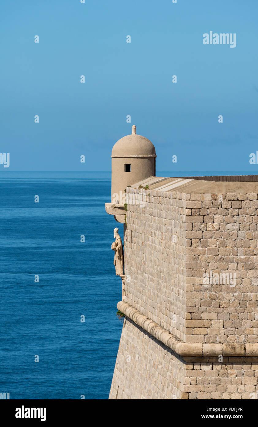 Detalles sobre las murallas de la ciudad, en el casco antiguo de Dubrovnik. Foto de stock