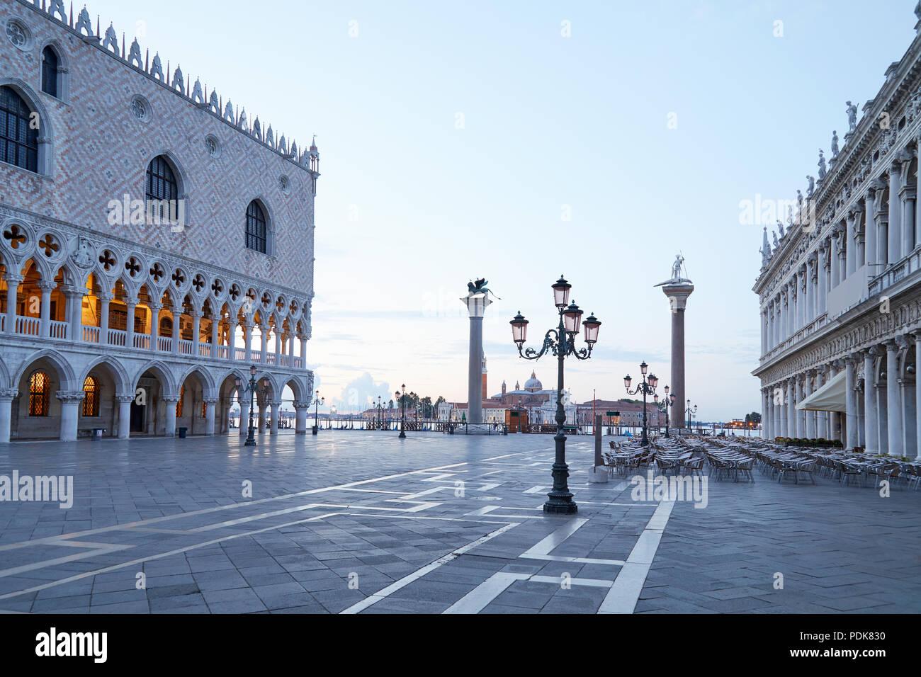 La plaza de San Marcos, nadie en la madrugada en Venecia, Italia Imagen De Stock