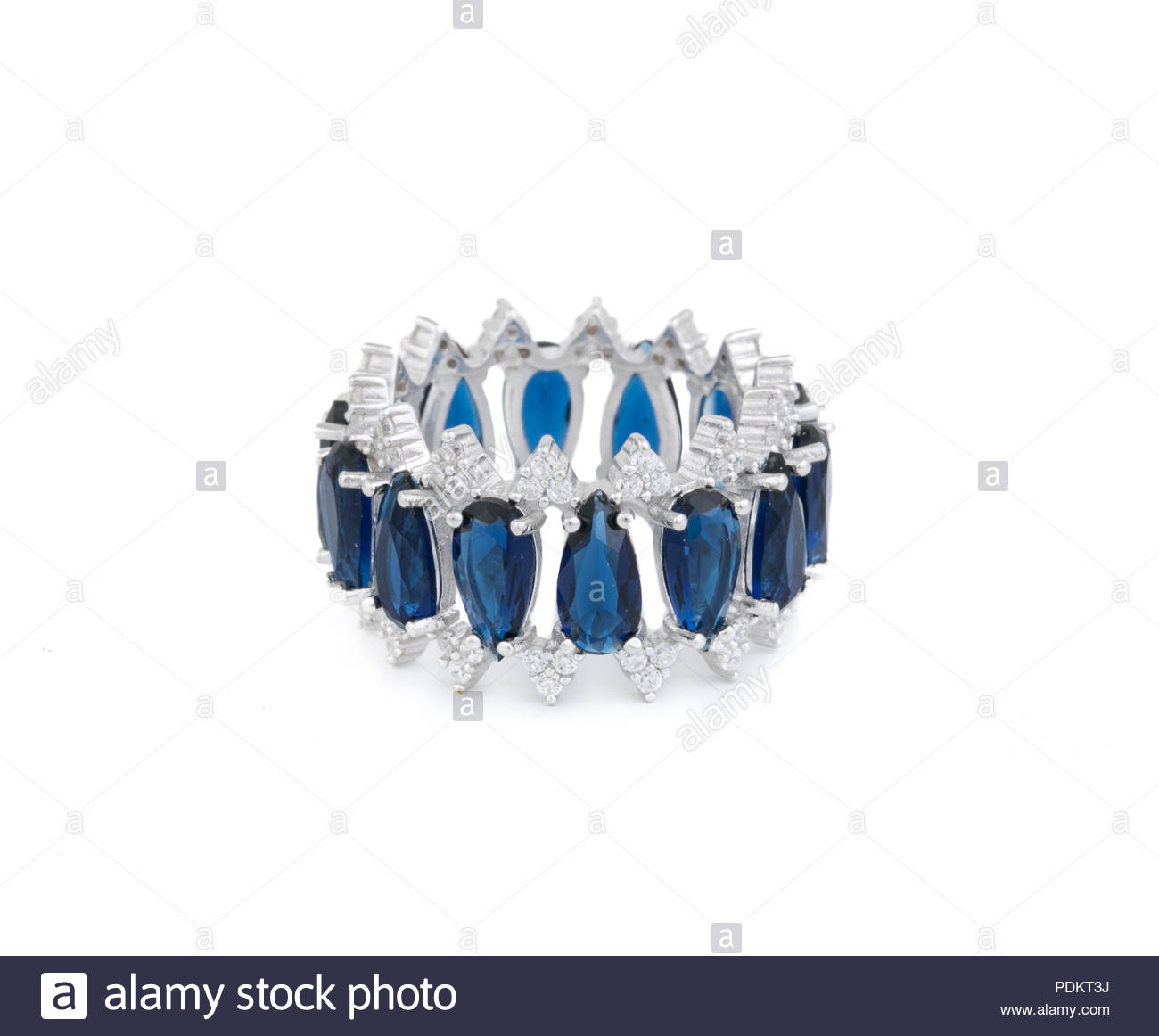 1ed4cf6a897b El anillo con diamante. Signo de amor. Bisutería antecedentes Foto ...