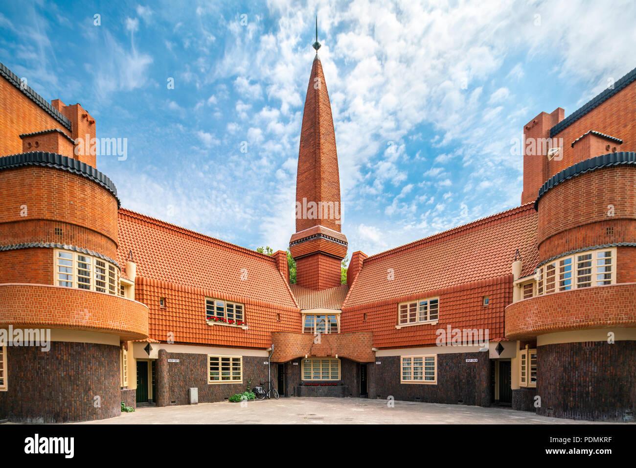Museo de la Escuela de Amsterdam Arquitectura Het Schip por Michel de Klerk (1919) en ladrillo de estilo EXPRESIONISTA. Imagen De Stock