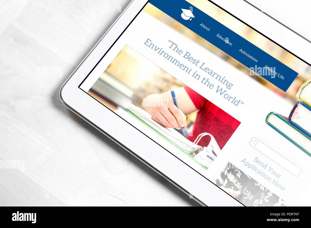 La escuela de diseño de página web en la pantalla de Tablet PC. Colegio de aplicación o aplicación por concepto de universidad. Búsqueda de información sobre la educación. Imagen De Stock